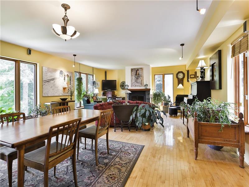 g te vendre frelighsburg mont r gie domaines des chutes b b avec sa propre rivi re et chutes. Black Bedroom Furniture Sets. Home Design Ideas